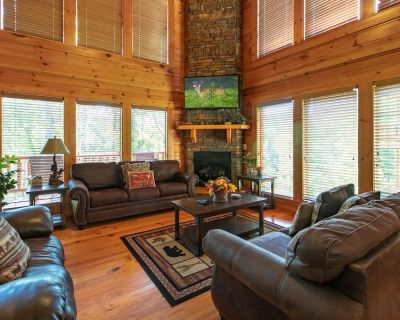 Spring break dates available! 6 bedrooms, hot tub, game room w/pool table! - Pigeon Forge
