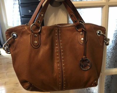 Michael Kors tan leather medium purse