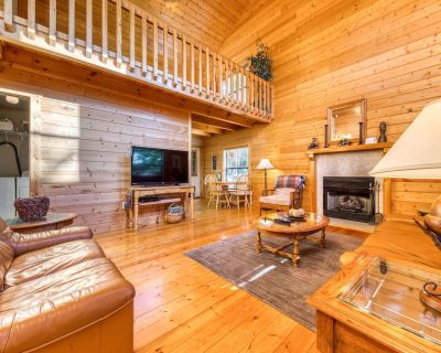 Dog-friendly cabin in the woods w/ fireplace, hot tub, and game room! - Pigeon Forge