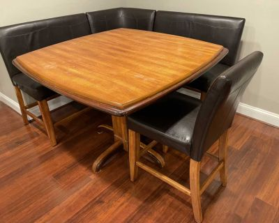 *Delivery Available* Dining Room Table w/ Chairs