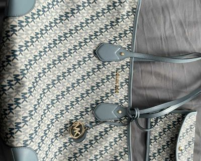 Like new condition Michael Kors large bag (2 pieces)