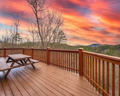 VIEWS! Private Wears Valley w/ WiFi and Hot Tub - Pigeon Forge