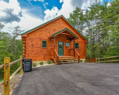 Free Tickets   Hot Tub, Pool Table, Media Room, Easy Access Crazy Like a Fox! - Pigeon Forge