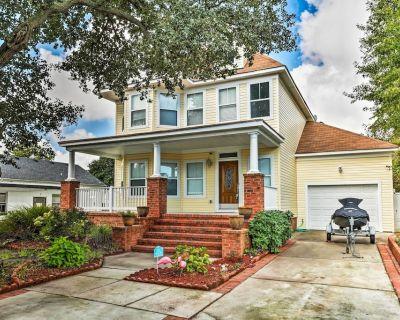 Stately Norfolk Home w/Yard + Grill: Walk to Beach - East Ocean View