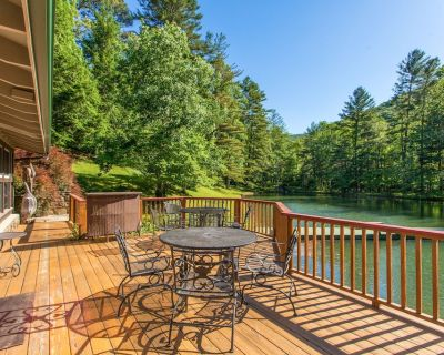 Bull Creek Ranch Retreat -- Peaceful 3 Acres on Private Lake w/ Dock & Volley - Asheville