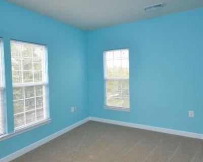Private room with shared bathroom - Brambleton , VA 20148