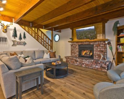 Big Bear Storybook Cabin: 2 KING BEDS, HOT TUB, BBQ, WIFI - Sugarloaf