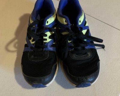 Boys size 2 Reebok sneakers