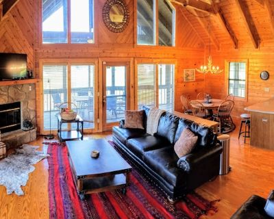 >Rustic Modern Spacious Cabin w/ Panoramic Mt. Views! Very convenient location. - Wears Valley