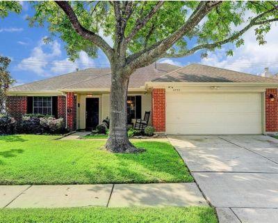 4755 Widerop Lane, Friendswood, TX 77546