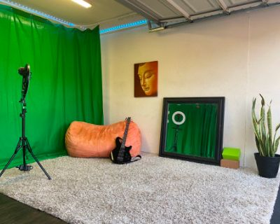 Burbank Garage Studio w/ Green screen, Burbank, CA