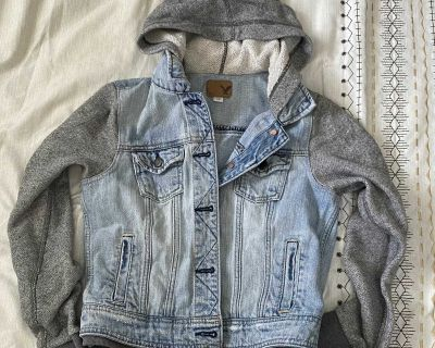AE cropped hoodie/jean jacket Small
