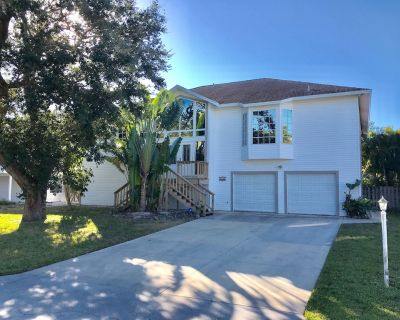 Beaches Are Great-Great location-Heated Pool-Book Weekend Getaway-STR#20-0064 - Fort Myers Beach