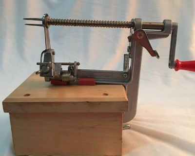 Pampered chef apple peeler, slicer, corer with stand.
