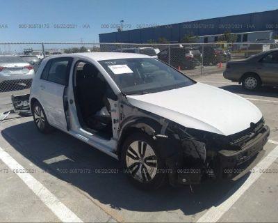 Salvage White 2018 Volkswagen E-golf