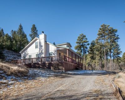 Elk Meadow 3 Bed/2.5 Bath secluded home surrounded by tall pines! - Alto