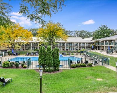 Furnished Poolside Abbey Condo-tel Unit in Fontana (MLS# 1735162) By Robert Webster