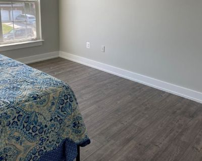 Private room with shared bathroom - Winchester , VA 22601