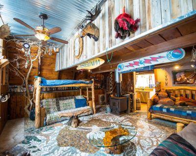 Mangy Moose & Scraggly Squirrel Cabin with Hot tub, tipis, sauna Sleep 2-20 - Salt Lake Mountain Resorts
