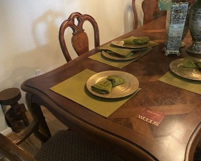 Thomasville British Gentry Dining Table and Chairs