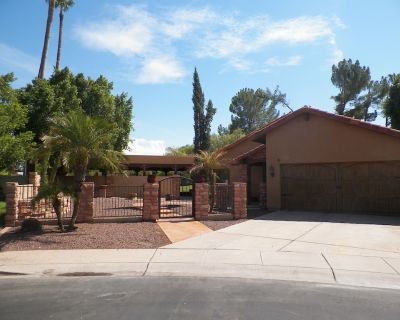 Lakeside Tuscan retreat w/pool and outdoor kitchen, 5 mi from Cubs Stadium. - Dobson Ranch