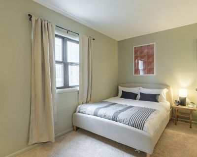 Furnished Queen Room in Logan Circle #359 C
