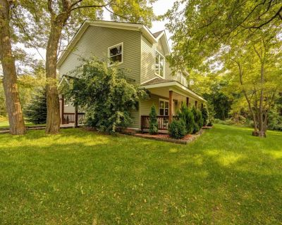 Blue Mountain 6 Bdrm VERY PRIVATE Cottage on 10 acres, Outdoor Hot Tub - Collingwood