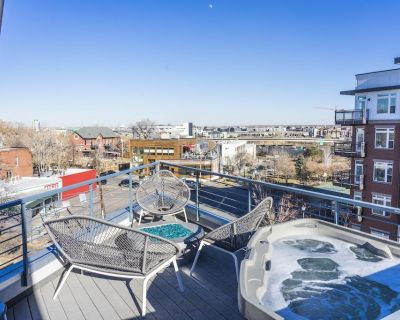 Unique 4 Story Townhome With Rooftop Hot Tub in the Heart of Denver - Highland