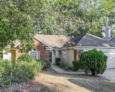 594 Fortune Ridge Rd, Stone Mountain, GA 30087
