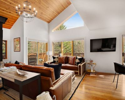 Newly remodeled duplex residence, close to restaurants, stores and ski slopes!! - West Vail