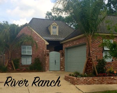 WALK TO SHOPS & RESTAURANTS Charming 2or3 Bedroom, 2.5 Bath, Private Courtyard - River Ranch