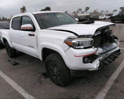 Salvage White 2017 Toyota Tacoma