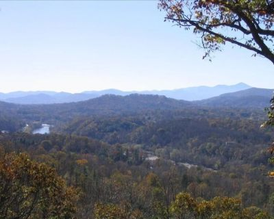 Asheville mountain view home sleeps 12, pool table and hot tub 6 miles downtown - Woodfin