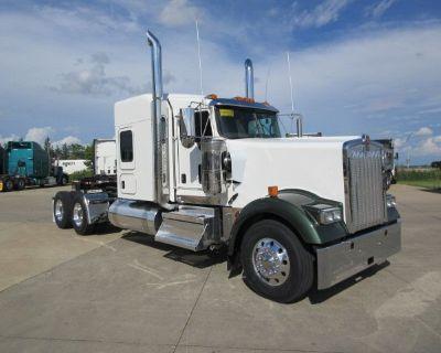 2022 KENWORTH W900L Sleeper Trucks Truck