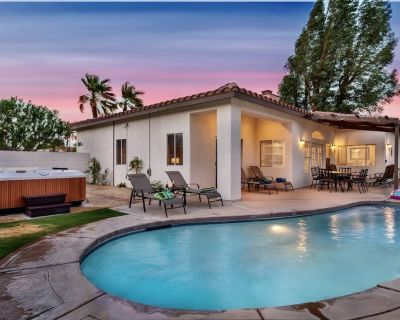 NEW Vacation Rental w/ Mountain Views, Pool, Spa, Fire Pit and Pool Table! - Palm Springs