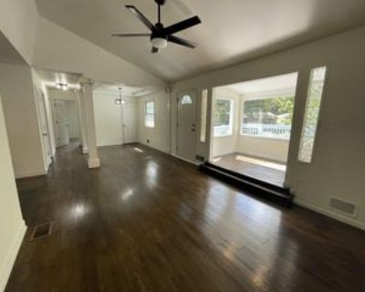 605 Ne Short St #1, Lees Summit, MO 64063 4 Bedroom Apartment