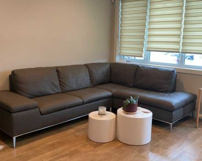Right face sectional sofa with side storage