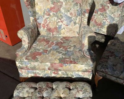 Set of 2 Wing Back Chairs With Ottomans