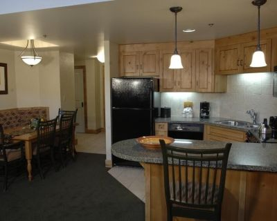 Deluxe Condo + Gas Fireplace | Enjoy Ski-in/Ski-out Access! - Park City