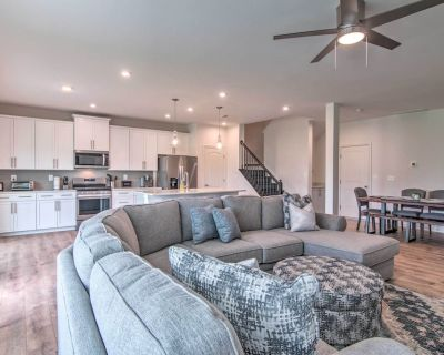 New! Chic Townhome w/ Pool Access: 4 Mi to Beach! - Millville