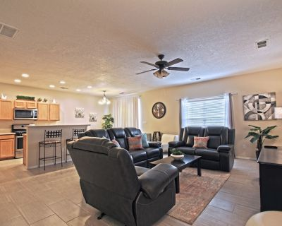 Near Airport, University, Stadiums & more. Sleeps 8 by a Premier Partner Host! - Victory Hills
