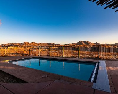 4000ft Pool Hot Tub Sleeps 18 & Mountain Views - Albuquerque