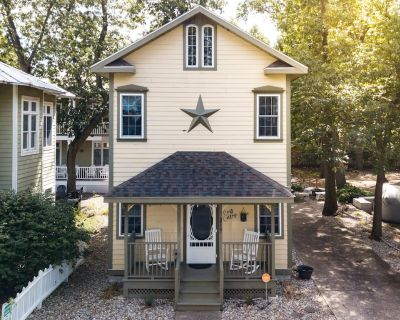 Now booking for summer! Extra clean! Farmhouse decor - Cozy Cottage! Sleeps 4. - Michigan City