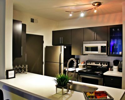 Gorgeous Luxury Lakeside Centrally Located Apartment!! - Tempe