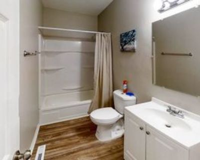 Room for Rent - a 8 minute walk to bus stop Old F, Atlanta, GA 30349 1 Bedroom House
