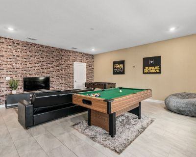 810 - LUXURY THEMED with Gameroom, private pool, Cinema, & FREE propane for grill, near Disney - Champions Gate