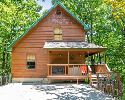 1.5 Miles Off Main Pigeon Forge Parkway-Free Wifi-outdoor pool access walking distance-Pool Table - Pigeon Forge