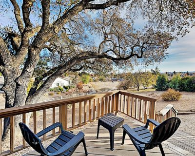 Expansive Wine Country Retreat | Game Room, Hot Tub & Outdoor Fireplace - Paso Robles