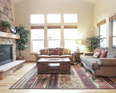 Darling Home near Ski Lift w/Fireplace, Gas Grill, Private Patio, Free WiFi - Granby