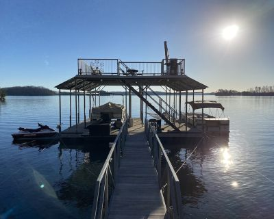 Waterfront lake home on Lake Lanier / double slip Private Dock #staycation - Cumming
